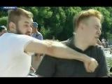 Быдло ВДВшник ударил журналиста НТВ (День ВДВ 2017)