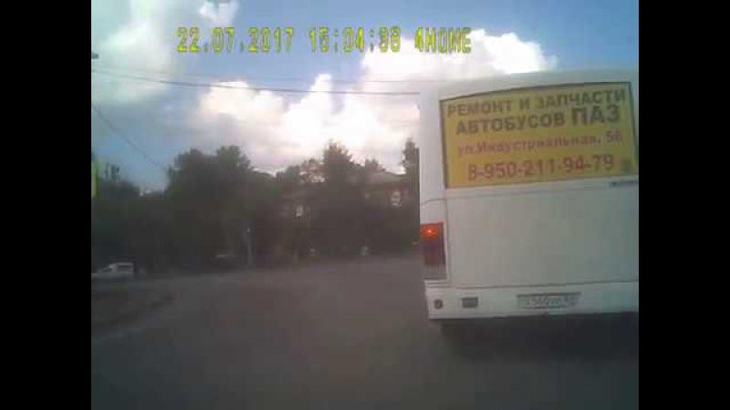 пассажирский Х560НО67rus маршрут 22 нарушает ПДД Омск 22.07.2017
