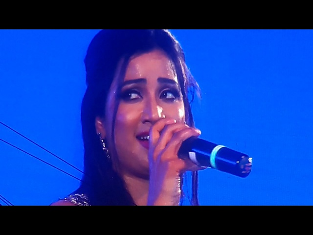 Shreya Ghoshal Hrishikesh Ranade Singing Jeev Rangla at Thane Concert 19feb2017