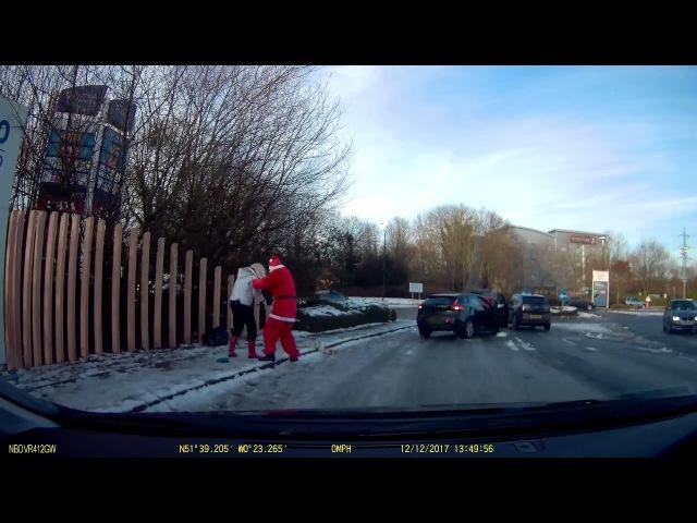 Santa saves woman after fall - Good Samaritan !