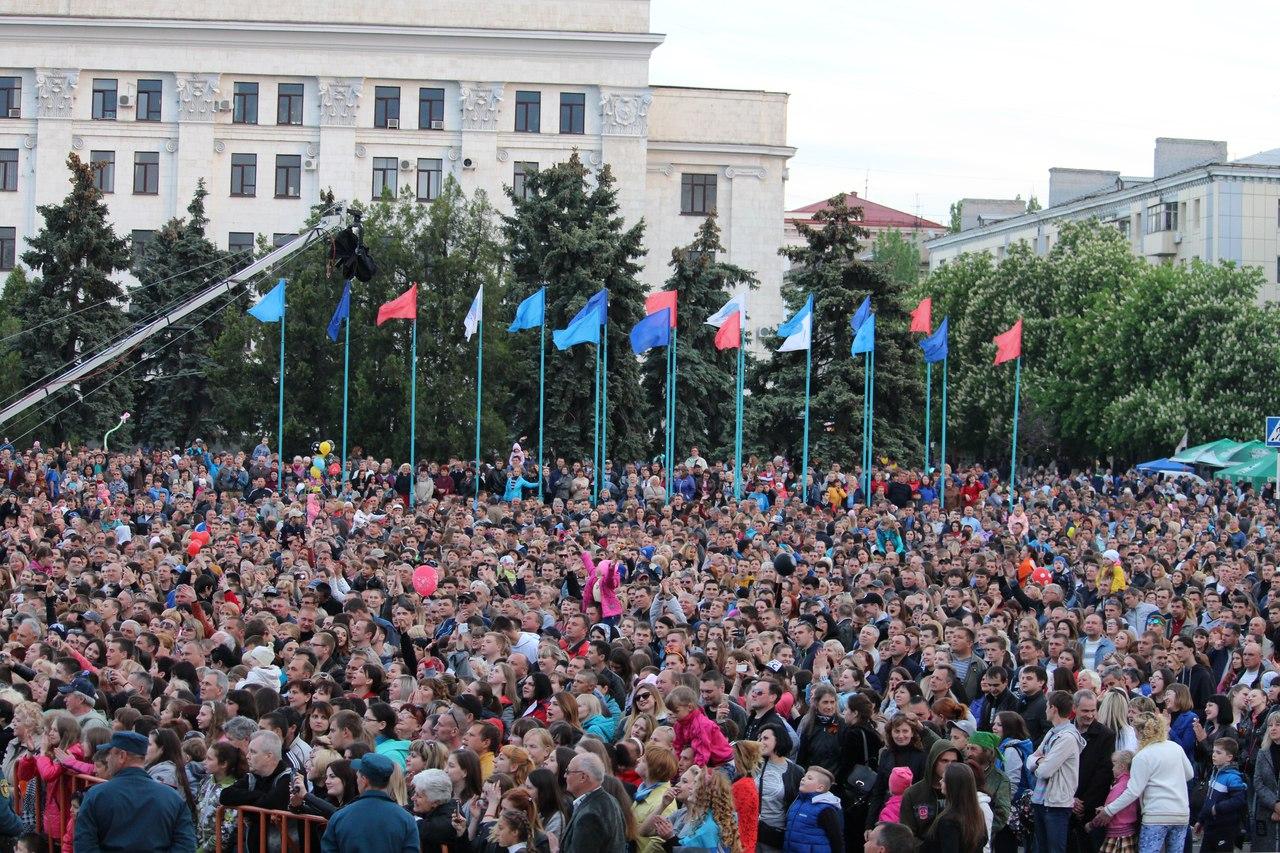 Концерт с участием российских звезд состоялся в Луганске в честь годовщины Республики