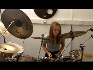 Приходи на бесплатный урок игры на барабанах.