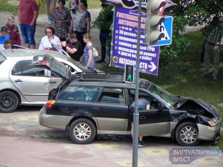 Крупное ДТП на ул. Я.Купалы, есть пострадавший