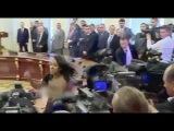 Обнажённая негритянка пыталась сорвать встречу Лукашенко и Порошенко
