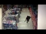 Полицейский с ребёнком на руках перестрелял налётчиков в Бразилии