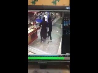 В Казани трое в масках совершили налет на ювелирный магазин 20.02.17