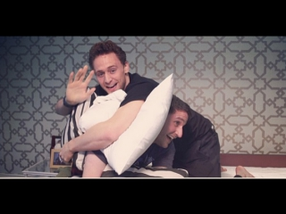 Tom Hiddleston, Slumber party.