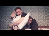 Tom Hiddleston, Slumber party.