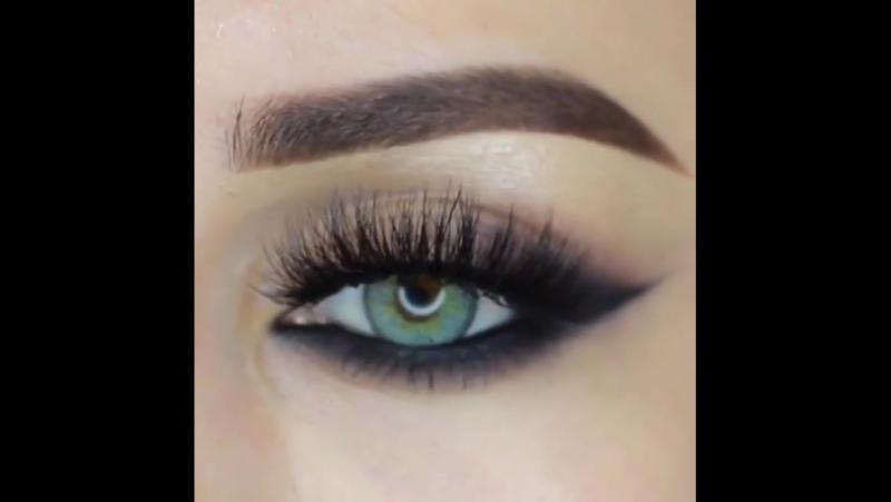 2 варианта рокового макияжа для настоящих красоток