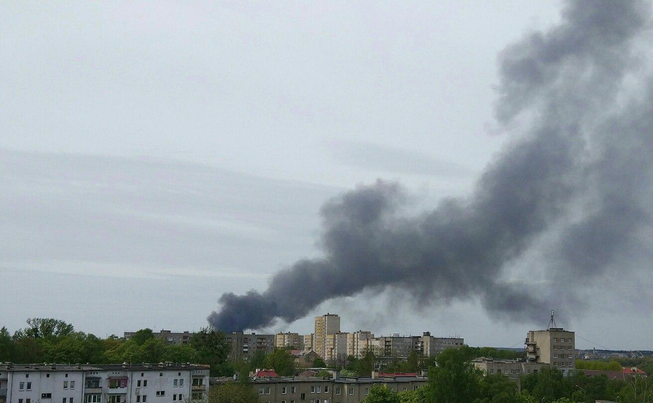На окраине Калининграда загорелось производство по производству полуприцепов
