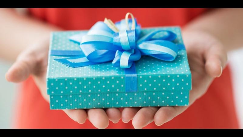 Как красиво обернуть подарки подарок Рождество