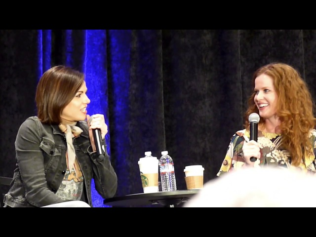 Bex and Lana! Full gold panel OUAT SF