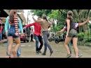 Bailando Salsa Estilo Cali Colombia Demostración en la Calle