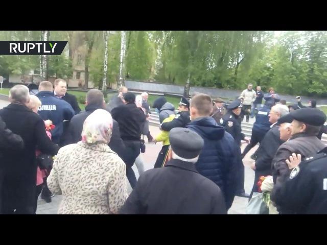 Украинские националисты напали на пенсионеров вышедших на первомайский митинг в Виннице
