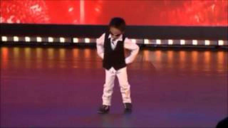 4 year old dancing Gangnam style in Belgium's Got Talent