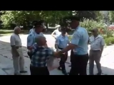 В Крыму оккупанты задержали дедушку - крымского татарина. Он вышел на одиночный пикет, с плакатом