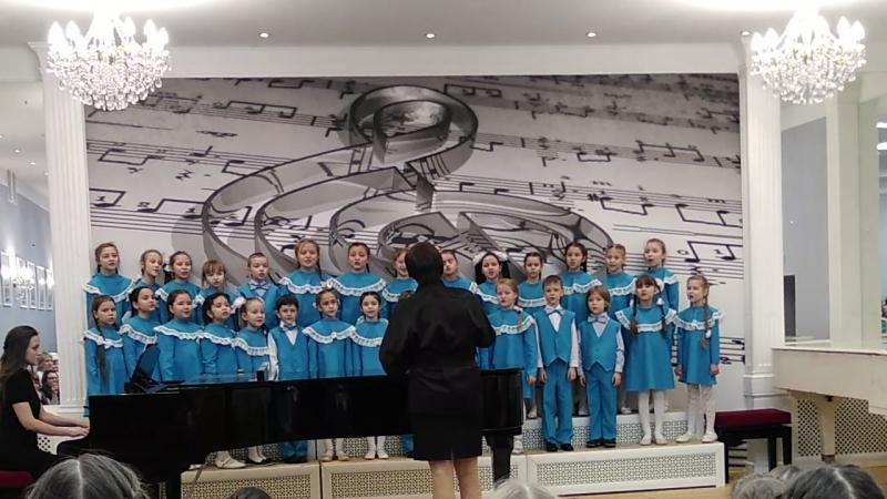 Первое хоровое выступление Айзили