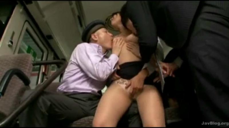 Фото самый порно в автобусе при всех мацает за сиськи скрытая камера
