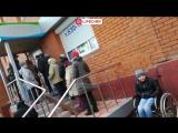 В Кемерово женщина с ребенком-инвалидом не смогли заехать на коляске в отделение Пенсионного фонда