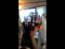 Жених поет на своей свадьбе невесте