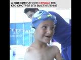 Родившийся без рук мальчик плавает быстрее всех