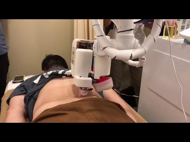 Robot masseur at NovaHealth TCM clinic, on Oct 9, 2017