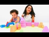 Kum oyunu. Renkli Oyun Kumu ile KALE yapıyoruz! Abla kardeş oyunu. Kum oyuncakları. Okul öncesi