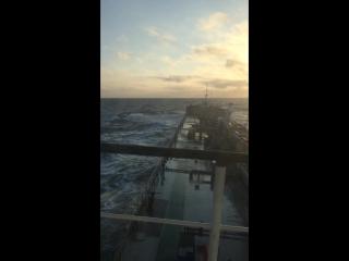 не большие волны В Каспийском море!