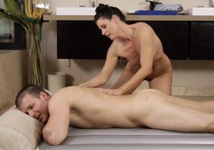 Женщина знает что нужно делать после массажа