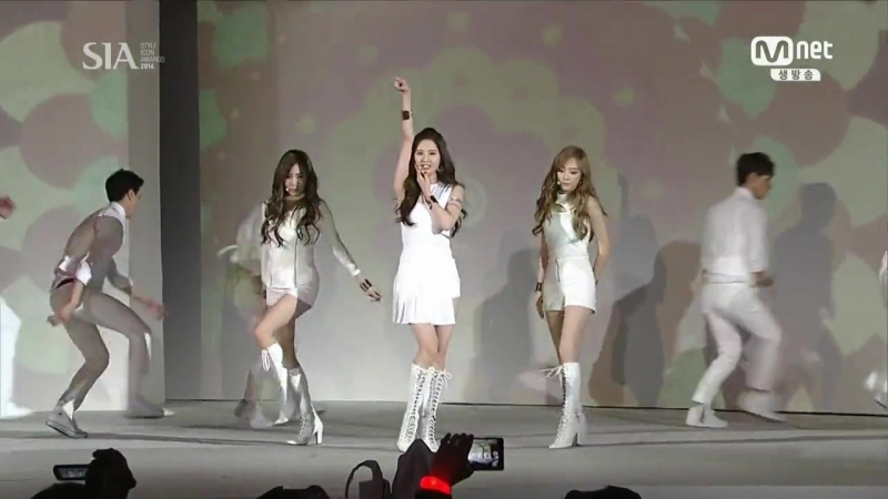 [141028] Girls' Generation-TTS - 'Holler' at Style Icon Awards