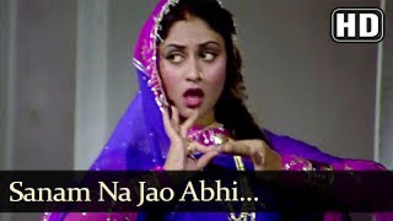 Sanam Na Jao Abhi (HD) - Naya Din Nai Raat Song - Sanjeev Kumar - Jaya Bhaduri - Filmigaane