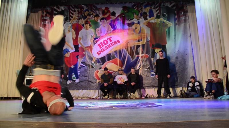 Переможці у номінації PRO BBOYS за 3-4 місце: bboy PJS (Гомель, Білорусія), bboy Крейзі (Харків).
