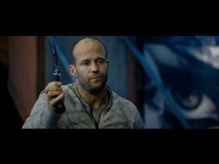 Сцены метания ножа из фильма Неудержимые