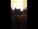 Қырғызстан, Ош қаласы. Спецназ тобы намаз оқу үстінде.