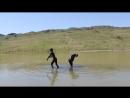 Нудисты Канадцы купаются в грязевом озере