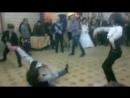 Девочка танцует класную осетинскую лезгинку