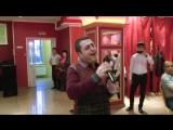 Артур  Радовать (песня А. Днепров). На Таджикской свадьбе. Пригласили поздравят молодых и подарить одну песню.