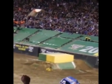 Lee O'Donnell's front flip at Monster Jam World Finals is absolutely insane! ...