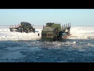Брод на зимнике в Якутии