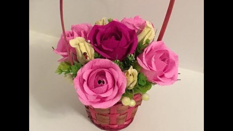 Корзина с пышными розами и бутонами роз из конфет