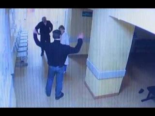 Пьяный пациент избил врачей в Новгородской больнице