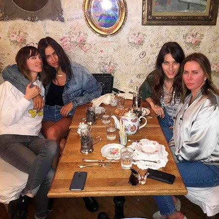 Ирина Шейк устроила ночной девичник с русскими подругами в Нью-Йорке