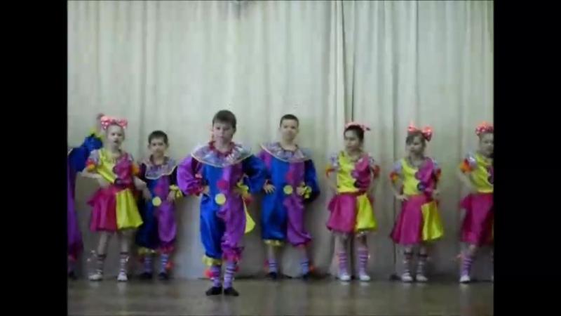 Танец малышей-клоунов
