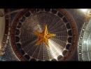 Поднятие кремлевской звезды под купол павильона «Космос»