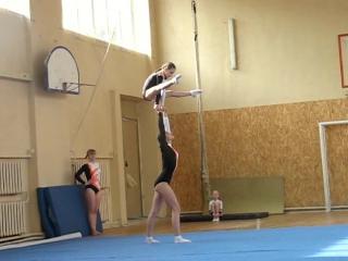 Акробатика статика женская пара Аня и Диана