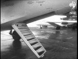 Министр авиации СССР Е.Ф.Логинов осматривает Як-40, 1967