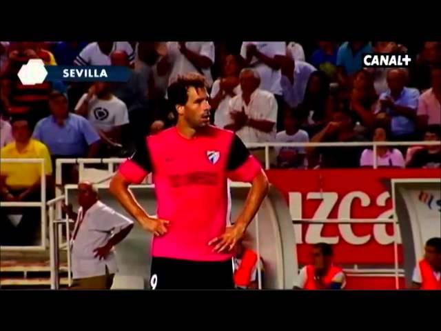 Van Nistelrooy mirando a los Biris