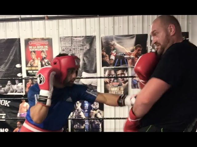 TYSON FURY v KID GALAHAD - WHEN HEAVYWEIGHT SPARS A FEATHERWEIGHT (SPARRING FOOTAGE IN CANADA) » Freewka.com - Смотреть онлайн в хорощем качестве