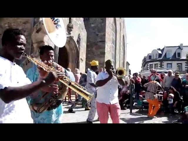 Gangbé Brass Band du bénin - fanfare - Street performance