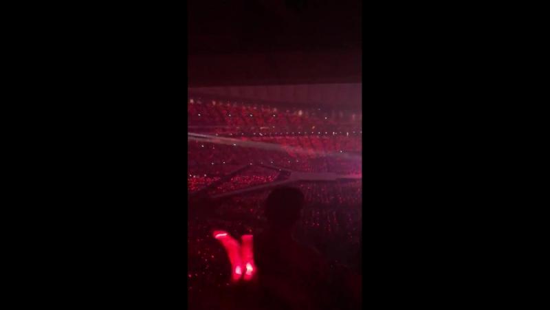 27.07.2017 SMTOWN в Токио: красный океан во время Mirotic